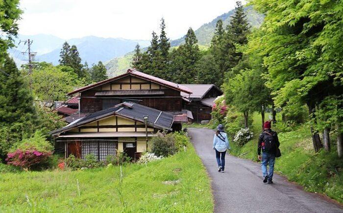 Tsumago adalah gambaran sempurna dari sebuah desa pegunungan tradisional di Lembah Kiso. Tempat wisata di Jepang Ini adalah salah satu kota pos terpelihara terbaik di Jepang
