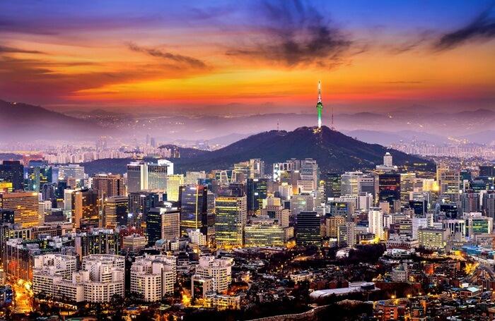 Tempat wisata di Seoul memang sangat beragam dan menarik untuk disimak. Salah satu alasan mengapa banyak wisatawan dari mancanegara berkunjung ke sini adalah tempat ini yang sangat ramah akan wisatawan.