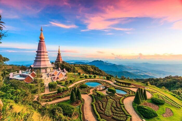 Tempat Wisata di Chiang Mai kaya akan variasi. Beberapa tujuan wisata utama adalah peninggalan situs budaya. Namun ada juga wisata Pasar Malam dan Rekreasi Pijat Tradisional.