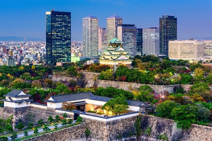 Tempat wisata di Osaka terdiri dari Kastil, Kuil, Taman modern, Air tejun, dan Wisata belanja.
