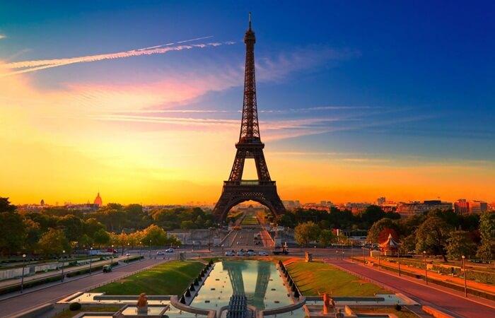 Liburan ke tempat wisata di Paris Menjadi impian sebagian besar anak muda di seluruh dunia. Paris merupakan pusat dari seni, fashion