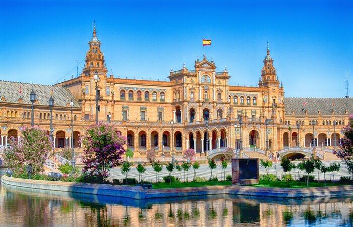Selain terkenal dengan club Sepak Bola, Spanyol juga terkenal dengan tempat-tempat wisata di Spanyol yang menawan