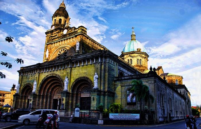 Tempat wisata di Manila banyak sekali yang menarik untuk dikunjungi. Mulai dari bangunan-bangunan bersejarah yang dimiliki, wisata pegunungan, hingga pantai