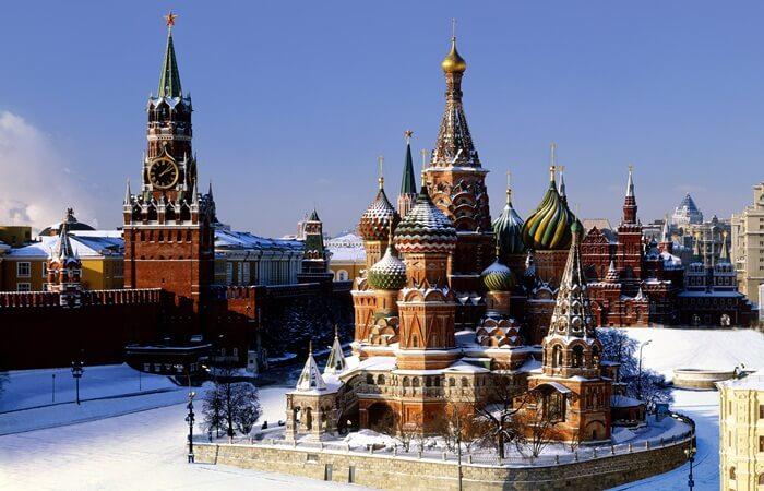 Tempat wisata di Rusia berkaitan erat dengan 2 hal. Peninggalan sejarah dari negara yang memiliki sejarah panjang, dan wisata alam yang berkaitan dengan musim dingin.