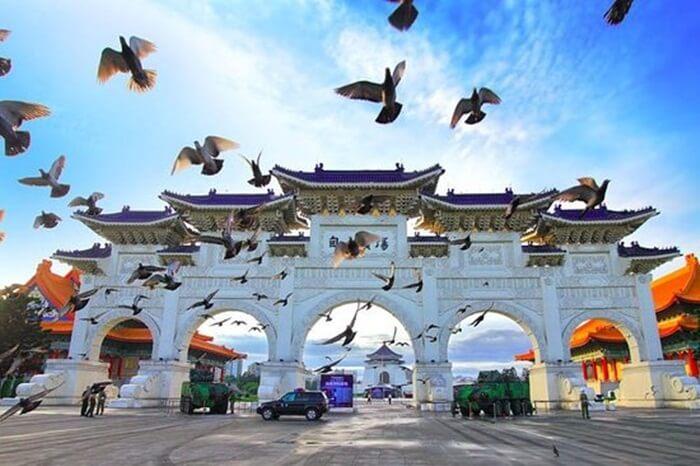 Banyak tempat wisata di Taiwan yang terkenal yang menjadi destinasi wisata favorit bagi pengunjung dari seluruh dunia.