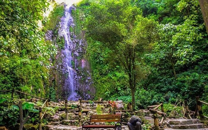 Air Terjun Tlogo Muncar merupakan salah satu tempat wisata Kaliurang yang populer. Obyek wisata ini berada di lereng Gunung Merapi