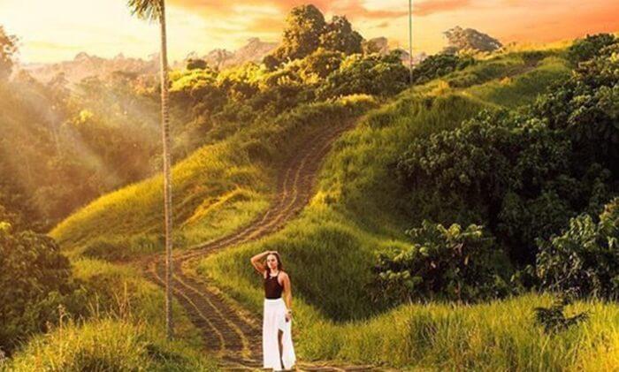 Tempat wisata Ubud satu ini tidak hanya menawarkan indahnya pemandangan alam. Refresing di bukit ini juga mampu mengusir segala kepenatan.