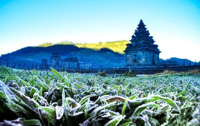 tempat wisata wonosobo salah satunya candi dieng. salah satu candi tertua di Jawa yang diketahui saat ini.