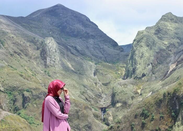 Cantiknya panorama wisata gunung Kelud, dengan bentang alam berupa perbukitan batu alami