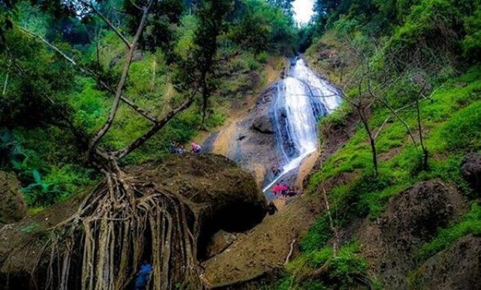 Curug Winong Kaliwiro, salah satu air terjun dari skeian bnayak objek pilihan tempat wisata wonosobo