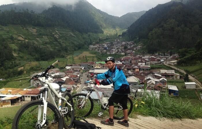 Lokasi geografis tempat wisata MAgetan ini diapit beberapa pegunungan. Hal ini menjadikan dusun wonomulyo memang sesuai untuk menenangkan fikiran.