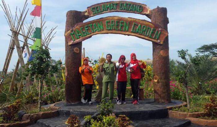 Agrowisata Green Garden adalah salah satu tempat wisata Magetan berjenis edukasi. Objek wisata ini menonjolkan pembudidayaan berbagai macam tanaman