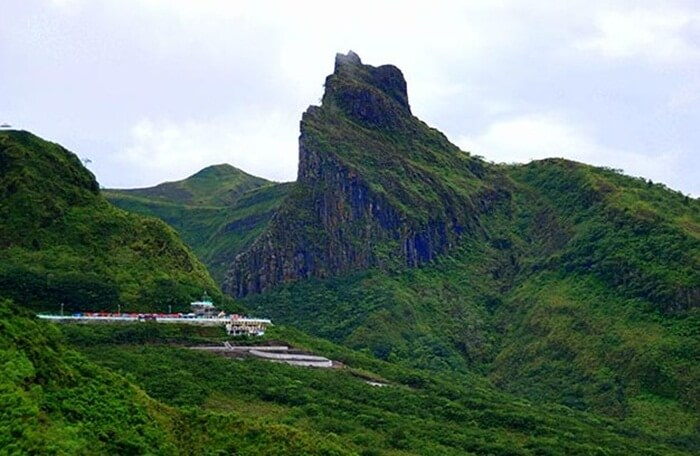 Puncak tertinggi Gunung Kelud. menjulang di sebelah kawah