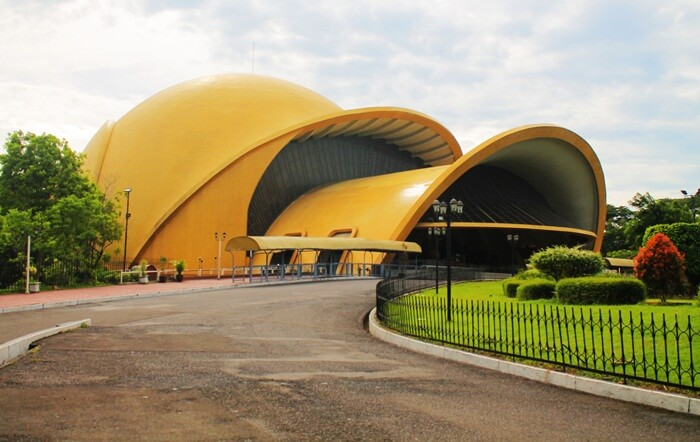 Teater Keong Emas. TMII sevuah bioskop 4 dimensi yang menjadi favorit diantara tempat wisata Cibubur lainnya