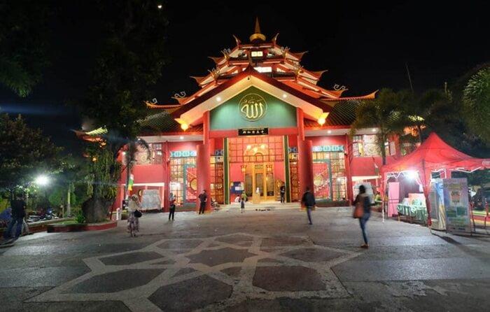 Tempat wisata Pasuruan, Masjid Chen Ho dibangun di atas tanah seluas 6.000 meter persegi, dengan luas bangunan masjid 550 meter persegi