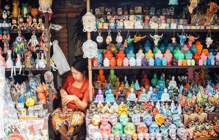 Waktu terbaik mengunjungi pasar tempat wisata Ubud ini adalah di pagi hari.