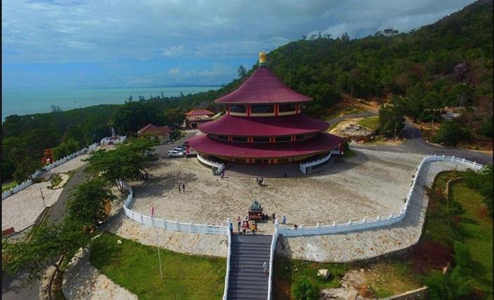 Bangunan tempat wisata Bangka itu berbentuk bulat dengan tinggi hampir 30 meter.