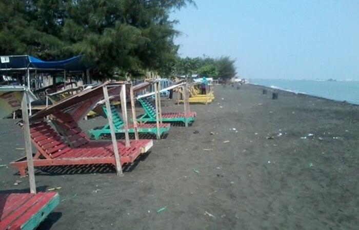 pantai tempat wisata kendal ini sangat cocok sebagai alternatif wisata untuk yang berada di Semarang dan Kendal.