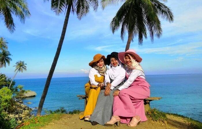 Tempat wisata Aceh Sabang merupakan Pulau paling ujung Indonesia ini juga merupakan kota dengan keindahan pantai yang masih bersih dan alami.
