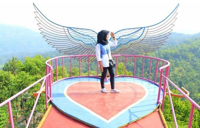 Spot Sayap malaikat, satu diantara banyak spot foto di wisata pabangon