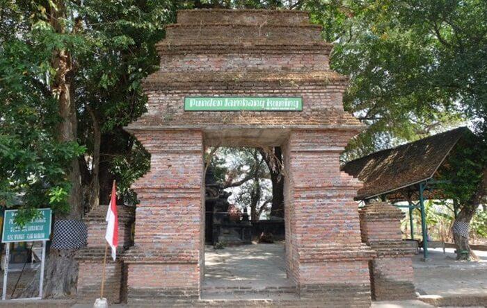 Lokasi tempat wisata Madiun ini sering dipergunakan untuk upacara ritual pada saat bulan Sura.