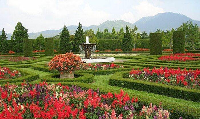 Taman Bunga Wiladatika sebuah tempat wisata cibubur yang dibnagun bersebelahan dnegan pusat pelatihan Pramuka nasional