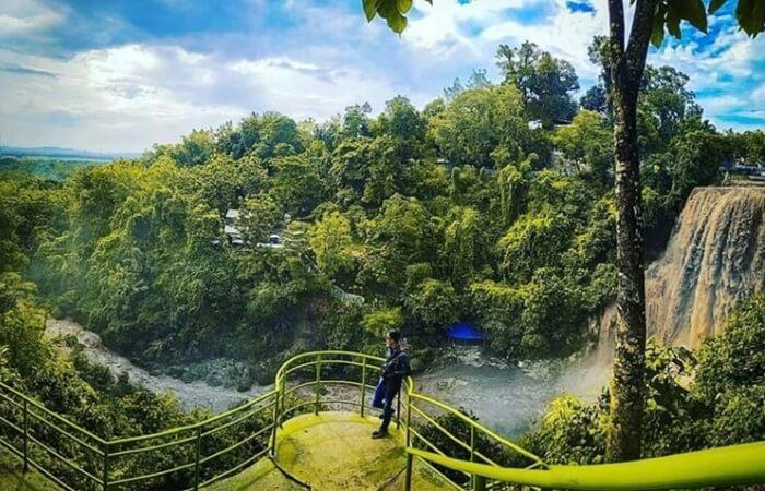 Destinasi tempat wisata Tuban sangat layak untuk diperhitungkan. Pilihan tempat wisata yang tersedia pun sangat beragam mulai dari wisata alam, pantai, hingga wisata religi.