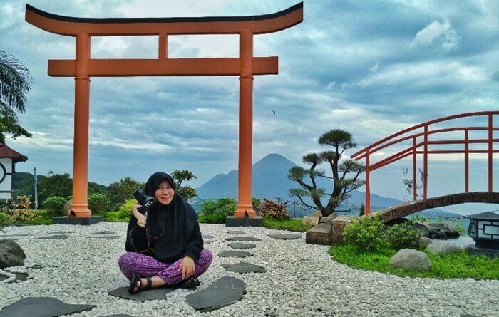 . Daerah tempat wisata PAsuruan ini terkenal sebagai daerah wisata baik bagi wisatawan domestik maupun mancanegara.