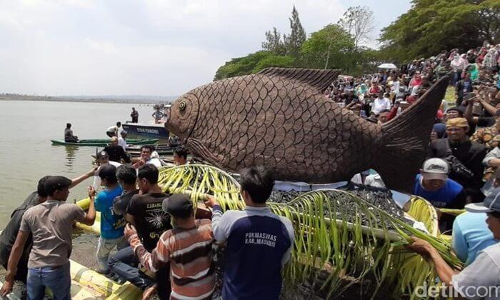 Selain berfungsi sebagai bendungan untuk keperluan Pembangkit Listrik Tenaga Air, bendungan ini juga berfungsi sebagai salah satu tempat wisata Madiun.