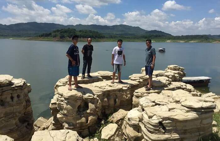 Waduk Wadaslintang merupakan danau buatan yang juga difungsikans ebagai salah satu tempat wisata di wonosobo
