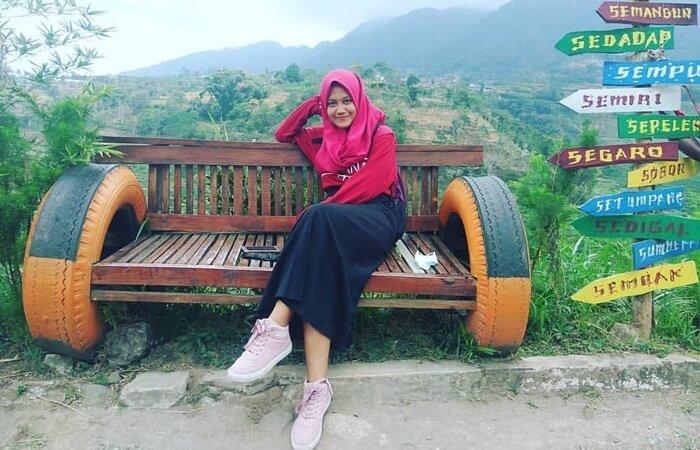 Ujung Kulon Janggan merupakan tempat wisata Magetan berupa perbukitan dengan unggulan spot foto selfi kekinian.