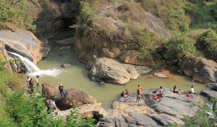 Di tempat wisata Wonogiri ini gemericik arus dari mata air menciptakan alunan suara alam yang menentramkan hati.
