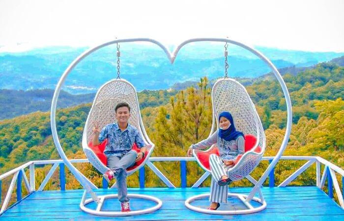 foto berdua dnegan pasangan di wisata pabangbon memang bisa menghasilkan foto romantis yang bisa dikenang selama usia