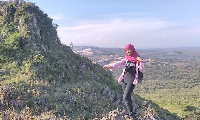 Tempat wisata blora Bukit Pencu 1.5 jam dari pusat kota Blora. Bukit Pencu memiliki ketinggian sekitar 400 m di atas permukaan laut.