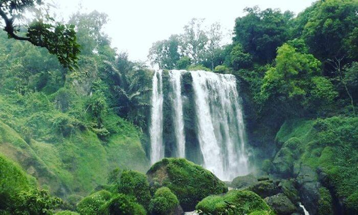 Keunikan tempat wisata kendal ini adalah ketinggiannya yang bertingkat-tingkat dari yang paling tinggi 40 meter, 15 meter, dan kemudian 20 meter