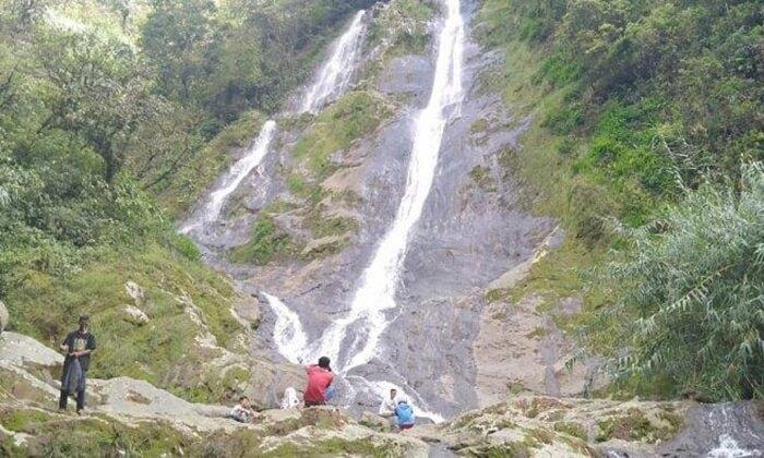 """wisata wonosobo yang belum begitu populer, air terjun """"seakan kembar"""" curug karim"""