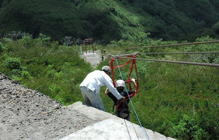 Flaying Fox Wisata Gunung Kelud memilkilintasan sepanjang 100 meter.