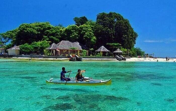 kelilingi pulau samalona bisa dilakukan dnegan menggunakan perahu kecil