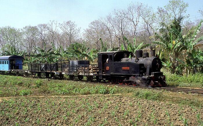 Tempat wisata Blora berupa Kereta wisata yang ditarik lokomotif tua ini baru saja diluncurkan pada Januari 2018