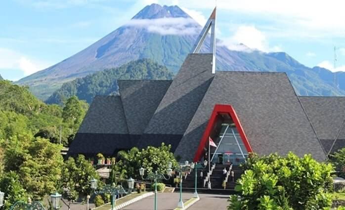 Di museum tempat wisata Kaliurang ini pengunjung dapat mempelajari banyak hal mengenai Gunung Merapi.
