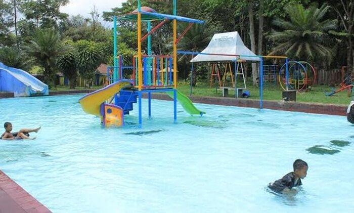 tempat wisata wonosobo juga memilki pemandian air hangat. salah satunya adalah pemandian kalianget wonosobo