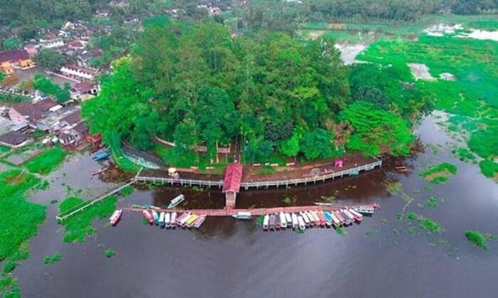 Luas danau tempat wisata ambarawa ini 2.670 hektar. Danau ini pun ditumbuhi dengan beberapa enceng gondok