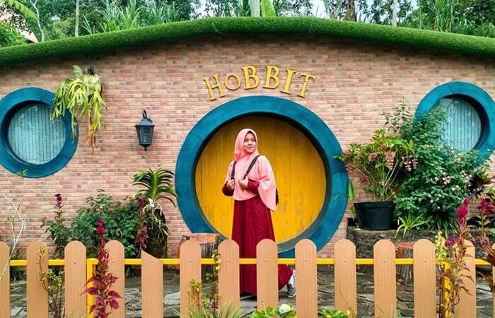Tempat wisata kaliurang ini mampu menyuguhkan wisata magis bagi pengunjung, terutama penggemar serial The Lord of The Rings.
