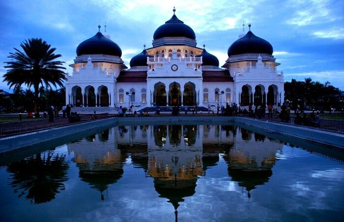 Tempat Wisata aceh sangat lengkap. Mulai dari wisata Alam, Wisata Keluarga, Wisata Anak, Air Terjun, hingga Danau dataran tinggi Ada di Aceh