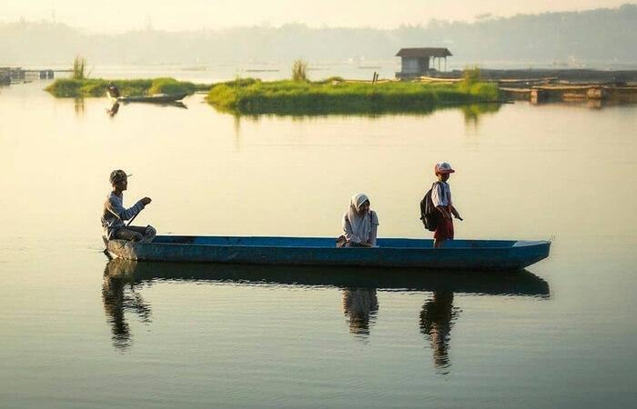 Berbagai macam tempat wisata Pasuruan memiliki kesan unik dan instgaramable. Mulai dari wisata pantai, air terjun, cagar budaya, tempat bersejarah, Taman bermain air, hngga wisata keluarga malam hari.