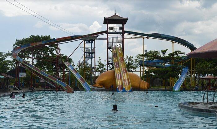 Area kolam untuk anak meliputi kolam renang anak, kolam mandi bola, kolam kuda laut, kolam laba-laba, kolam air mancur, dan kolam songsong gora