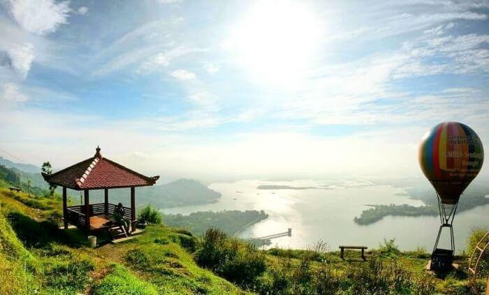 Tempat wisata Wonogiri, bendungan Gajah munkgur, menawarkan beberapa spot menarik yang bisa didatangi ketika berkunjung ke sana.