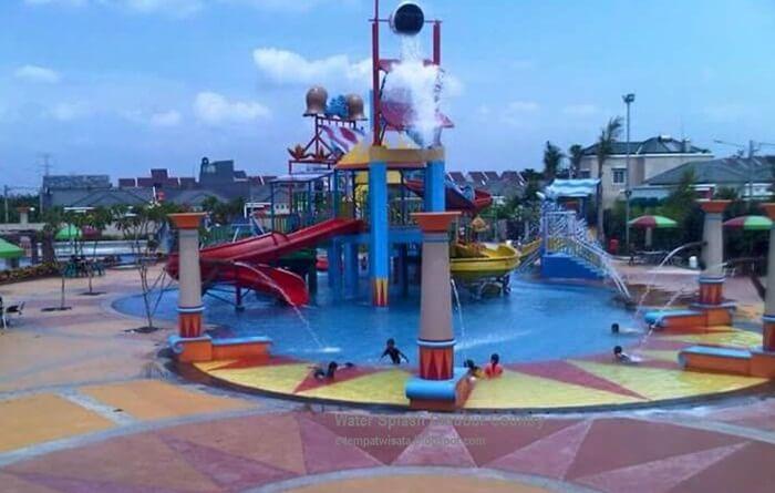 water splash cibubur sebuah tempat wisata cibubur yangmemebawa keceriaan pada anak anak dengan sangat mmemperhatikan faktor keamanan.