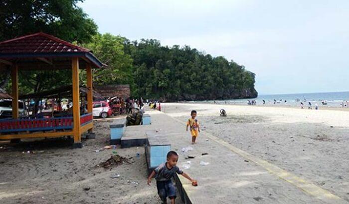 Pantai tempat wisata Kendari ini terkenal dengan beraneka jenis mangga yang bisa dinikmati bila berkunjung ke Pantai Tanjung Taipa.