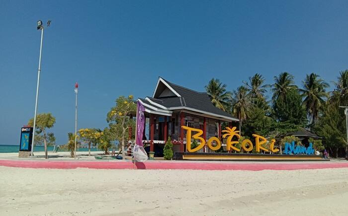 Pulau Bokori yakni sebuah pulau tempat wisata Kendari yang sangat indah dan bersih. Pulau ini berada tak jauh dari kota Kendari.